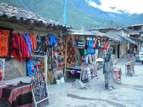 Archaeological Park Ollantaytambo: tiendas de artesanías en el pueblo