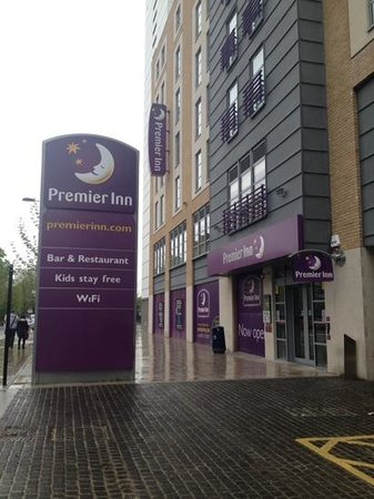 Premier Inn London Croydon Town Centre Hotel: outside of premier inn croydon town centre