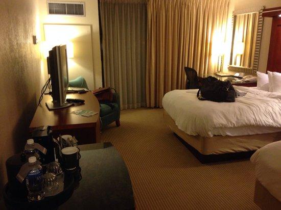Pier Sixty-Six Hotel & Marina: Lanai room