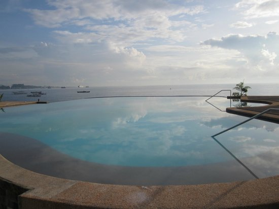Danao Coco Palms Resort: infinity pool
