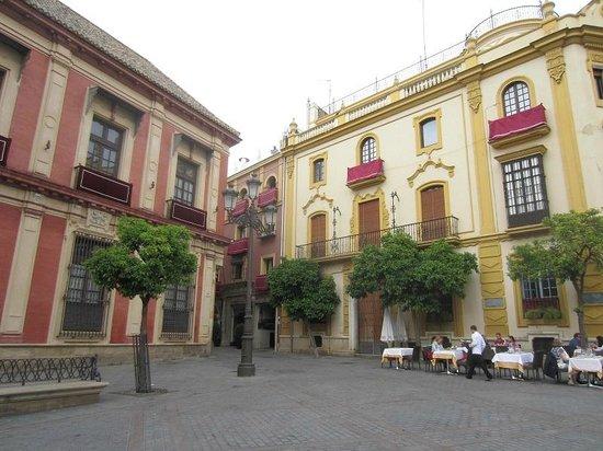 Barrio Santa Cruz : une jolie place