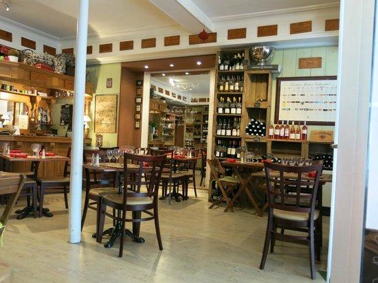 La Cave passe A Table : Salle du restaurant