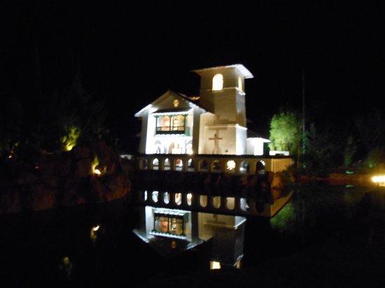 Aranwa Sacred Valley Hotel & Wellness: Vista nocturna de su capilla