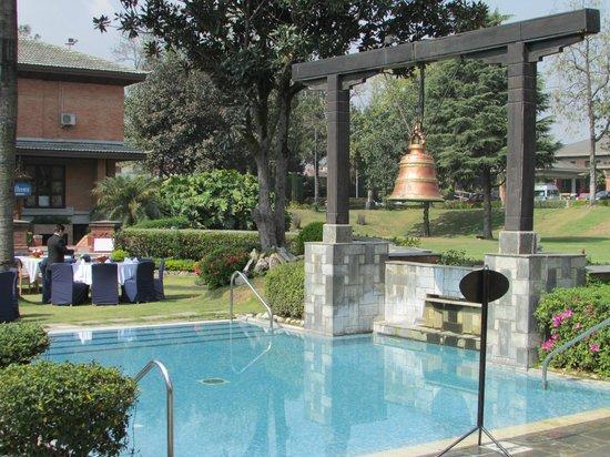 Crowne Plaza Kathmandu-Soaltee: Pool area is beautiful