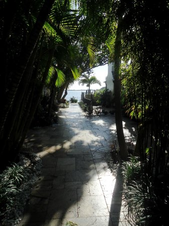 Pasa Tiempo Private Waterfront Resort: View of courtyard