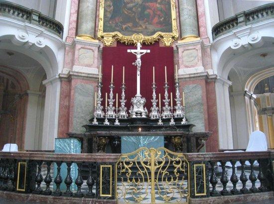 Katholische Hofkirche - Dresden: Lovely altar