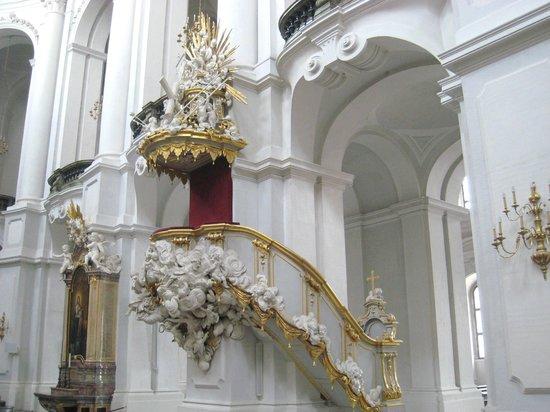 Katholische Hofkirche - Dresden: Beautiful pulpit