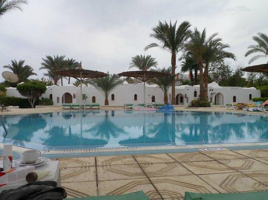 Sonesta Beach Resort & Casino : Our quiet pool