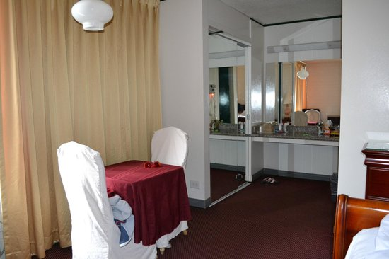 Park Plaza Lodge Hotel: Spacious room