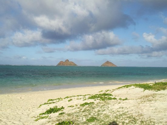 Lanikai Beach : Walking the beach.... :)