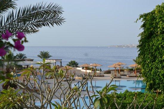 Movenpick Resort Sharm El Sheikh Naama Bay: Море и бассеин