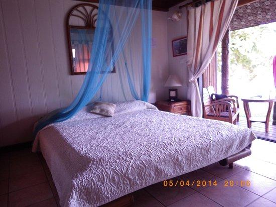 Hotel Fare Vaimoana: Chambre  du bungalow plage