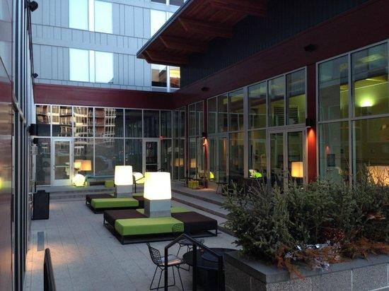 aloft Minneapolis: The courtyard