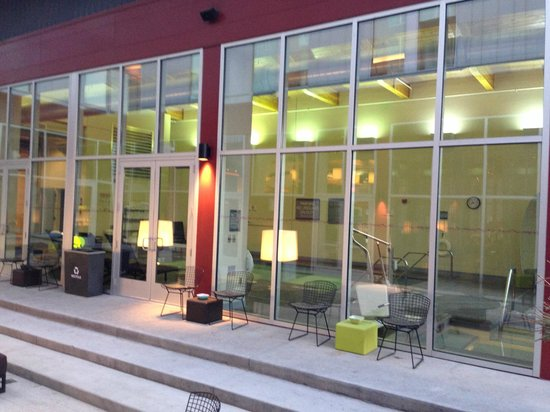 aloft Minneapolis: Looking into the pool area from the courtyard