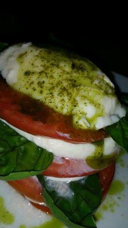 Restaurante Cafe Mediterraneo: Healthy. Fresh. Scrumptious Capresse at Cafe Mediterraneo.