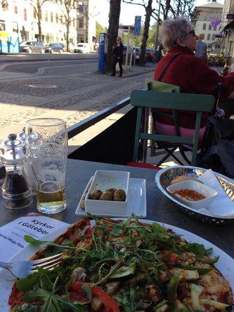 Mediterraneo : Pizza testaroli funghi - bit oily but tasty & lots of veg
