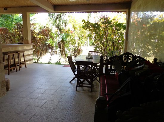 Guci Guesthouses: ground floor terrace with kitchen