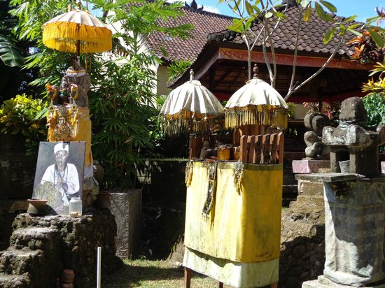 Guci Guesthouses: Shrine