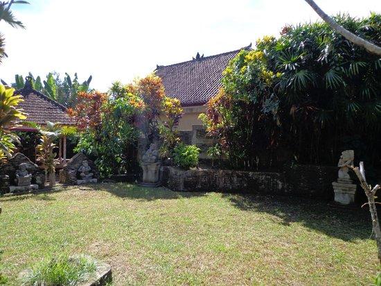 Guci Guesthouses: garden