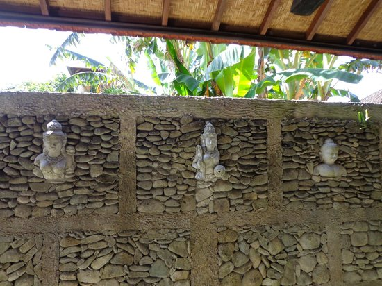 Guci Guesthouses: Wall