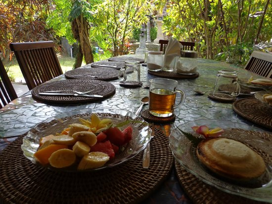Guci Guesthouses: breakfast on the terrace