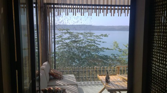 Andaz Peninsula Papagayo Resort : Rain shower and very private terrace with bay view