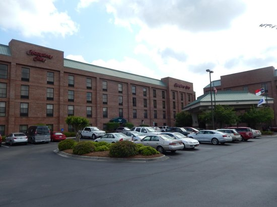 Hampton Inn Wilmington Medical Park: Front of the hotel