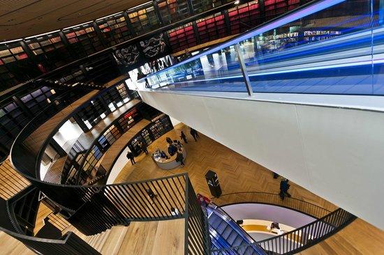 Library of Birmingham: Top level travelator looking down