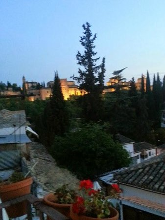 Solar Montes Claros: evening view of Alhambra