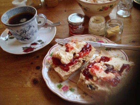 Pandora's Kitchen: Fabulous warmed fresh scones