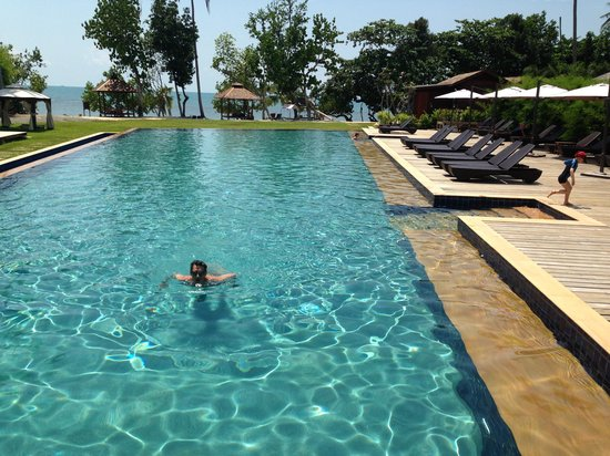 Gajapuri Resort & Spa: the big pool
