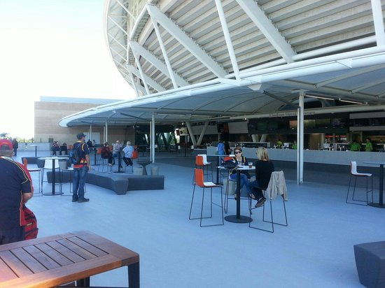 Adelaide Oval : South bar