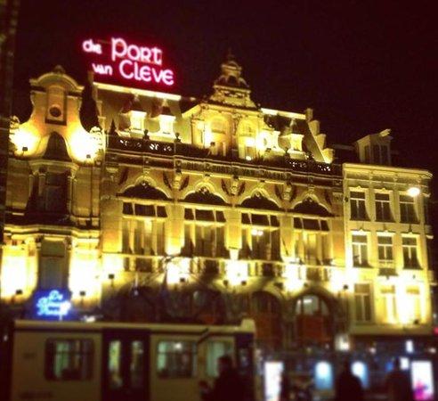 Die Port van Cleve: The hotel at night
