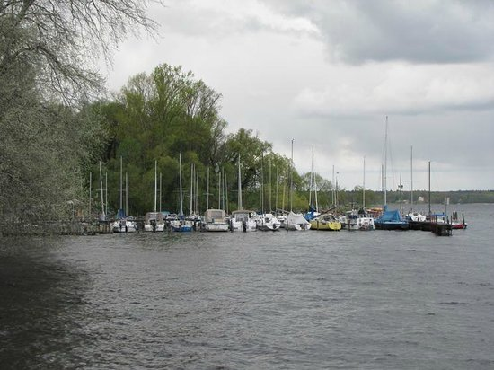 Haus der Wannsee-Konferenz : A view by the lake
