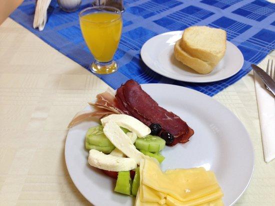 B&B Perla Di Mare: Breakfast