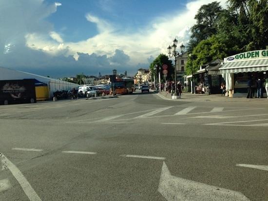 La piazza invasa dal mercato settimanale foto di prato for Mercato prato della valle