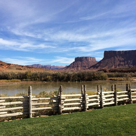 Red Cliffs Lodge: outside of the room