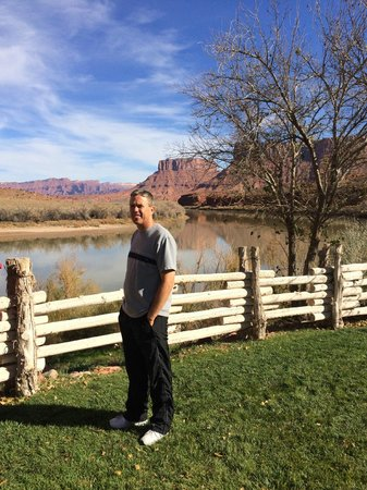 Red Cliffs Lodge: River view