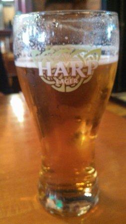 Nana's Irish Pub: Ice cold beer