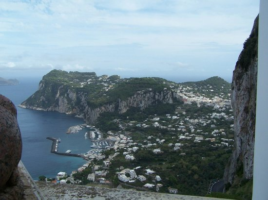 Caesar Augustus Hotel : View from hotel down to Capri marina