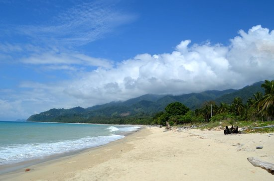 Dinadiawan Beach