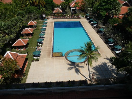 Royal Angkor Resort & Spa : View of the pool from our room/balcony