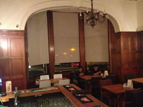 Travelodge Edinburgh Haymarket Hotel: restaurante (o único lugar com wi fi)