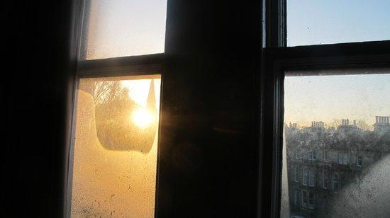 Travelodge Edinburgh Haymarket Hotel: nascer do sol pela janela