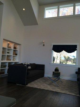 Summerwood Winery & Inn : Living Room
