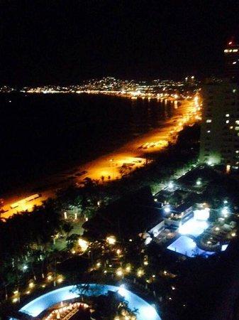 Emporio Acapulco Hotel: emporio de noche.
