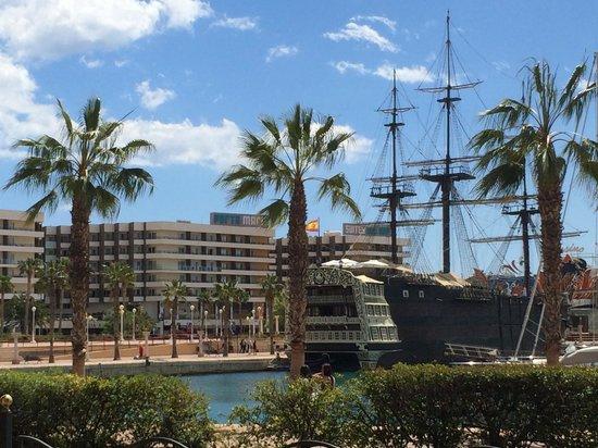 Hotel Spa Porta Maris & Suites del Mar: Set fra lystbådehavnen