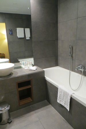 Radisson Blu Balmoral Hotel, Spa: Bathroom