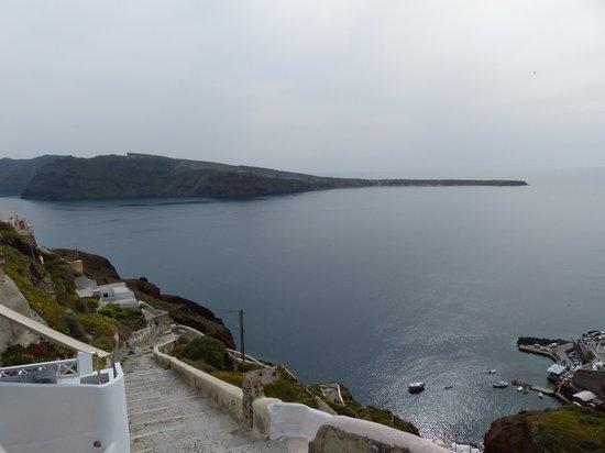 Art Maisons Luxury Santorini Hotels Aspaki & Oia Castle: Vue de la terrasse, à gauche