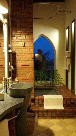 AVANI Quy Nhon Resort & Spa: Dusche mit Aussicht